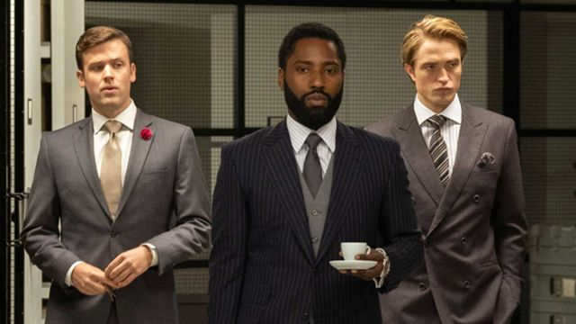 John David Washington y Robert Pattinson, en un fotograma de la película 'Tenet'
