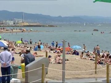 Barcelona reduce el aforo de sus playas un 15% para evitar rebrotes de coronavirus