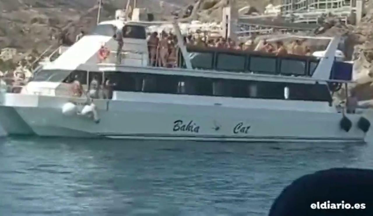 Fiesta multitudinaria a bordo de un barco, en Canarias, sin medidas de seguridad frente al coronavirus
