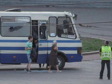 Detienen al hombre que secuestró un autobús en Ucrania