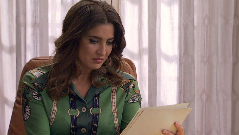Roque le entrega a Irene nuevos documentos que pueden imputar a Armando