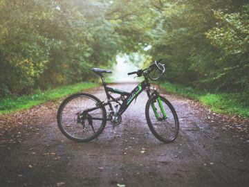 Viaja de Escocia a Grecia en bicicleta tras quedarse sin vuelos por el coronavirus