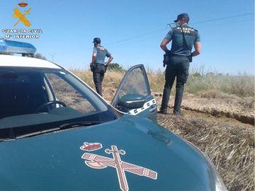 La Guardia Civil localiza a un hombre que había caído a una acequia