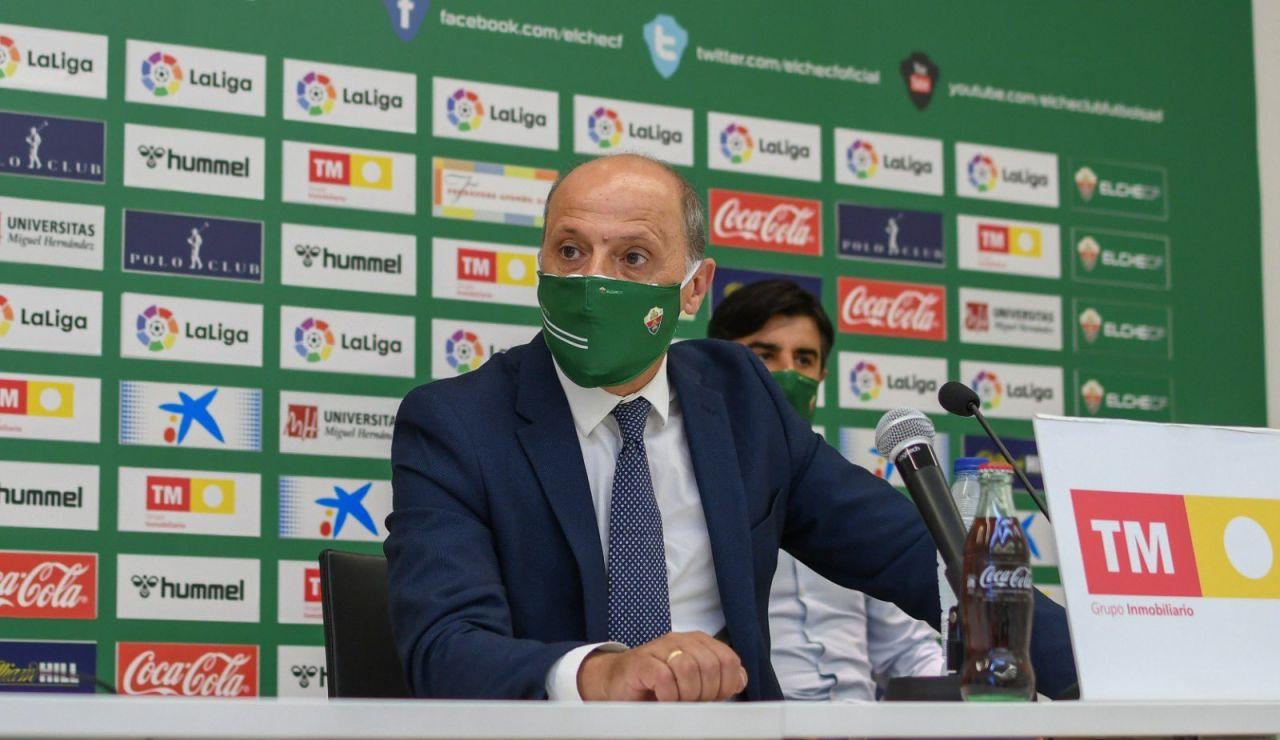 El presidente del Elche, Joaquín Buitrago, en rueda de prensa