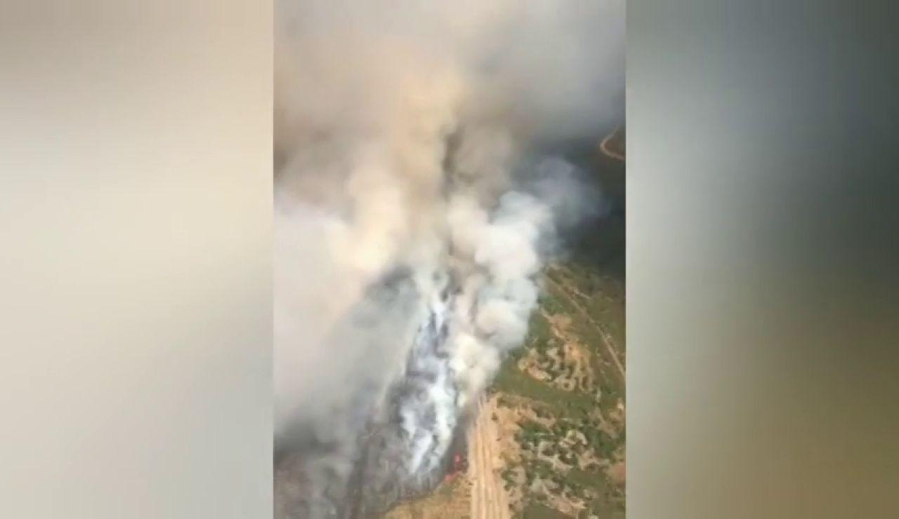 Un incendio forestal en Verín (Ourense) afecta a 50 hectáreas y se acerca a la carretera A-52