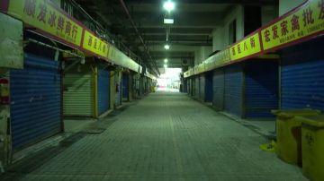 Un mercado cerrado en la ciudad china de Wuhan