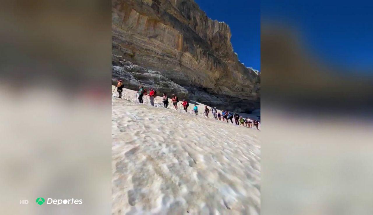 """Atascos de montañeros en la Brecha de Rolando (Pirineos) en el verano del coronavirus: """"Vienen menos preparados"""""""