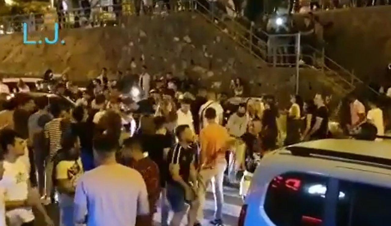 Desalojan a decenas de jóvenes que estaban de fiesta sin cumplir las normas contra el coronavirus en Tenerife