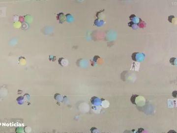 La colocación de sombrillas en la playa de Punta Umbria se convierte en ejemplo mundial