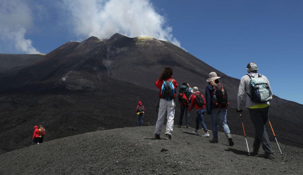 La peligrosa ascensión al Etna, el mayor volcán activo de Europa