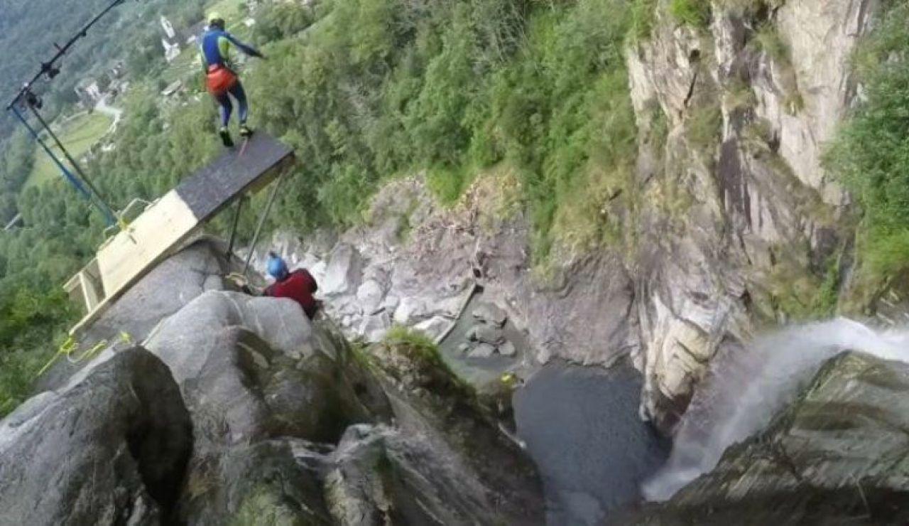 El increíble récord mundial de salto al agua de Laso Schaller desde 59 metros en Suiza