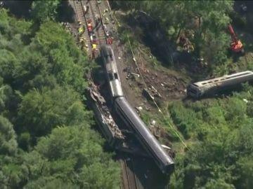 REEMPLAZO   Al menos tres muertos y seis heridos al descarrilar un tren de pasajeros en Escocia