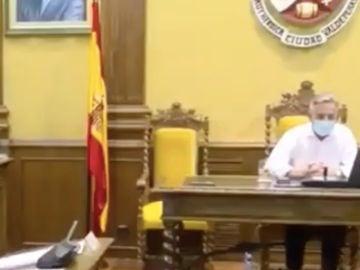 """El alcalde de Valdepeñas ataca a la portavoz del PP: """"Diga conmigo, no tenía ni puta idea de lo que es un contrato público"""""""