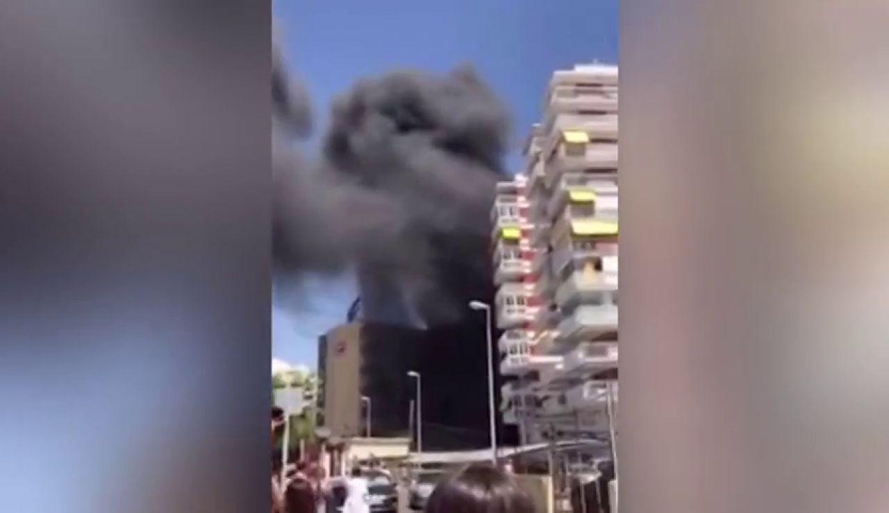 2 heridos y 260 personas desalojadas por el incendio de un hotel en Benicássim, Castellón