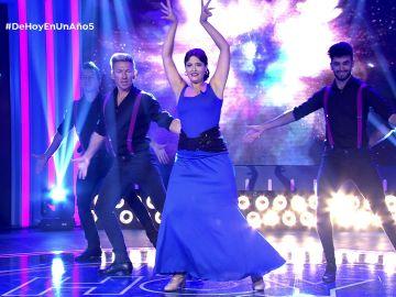 ¡No te lo pierdas! Esther nos regala un momentazo bailando flamenco en el plató de 'De hoy en un año'