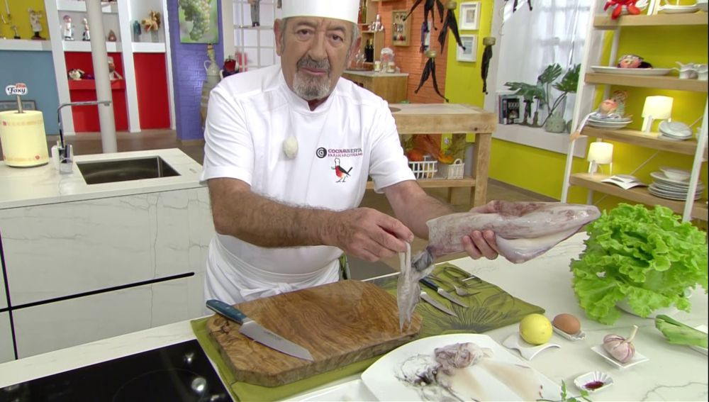 Cómo limpiar un calamar en 2 minutos: Karlos Arguiñano lo muestra paso a paso