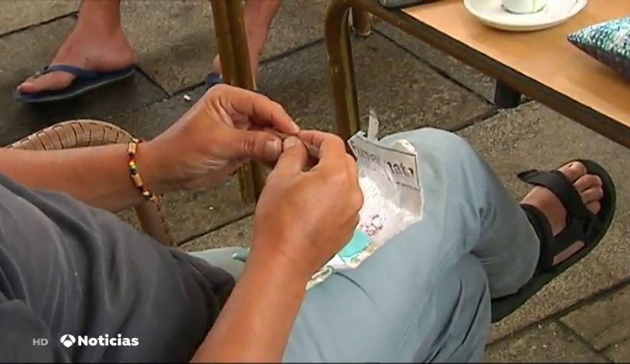¿Se está cumpliendo en Galicia la prohibición de fumar en la calle por el coronavirus?