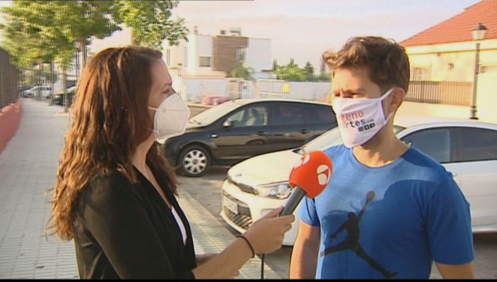 """El hijo de uno de los ingresados en UCI por encefalitis: """"Perdía la conciencia y no sabía dónde estaba, ahora está sedado e intubado"""""""