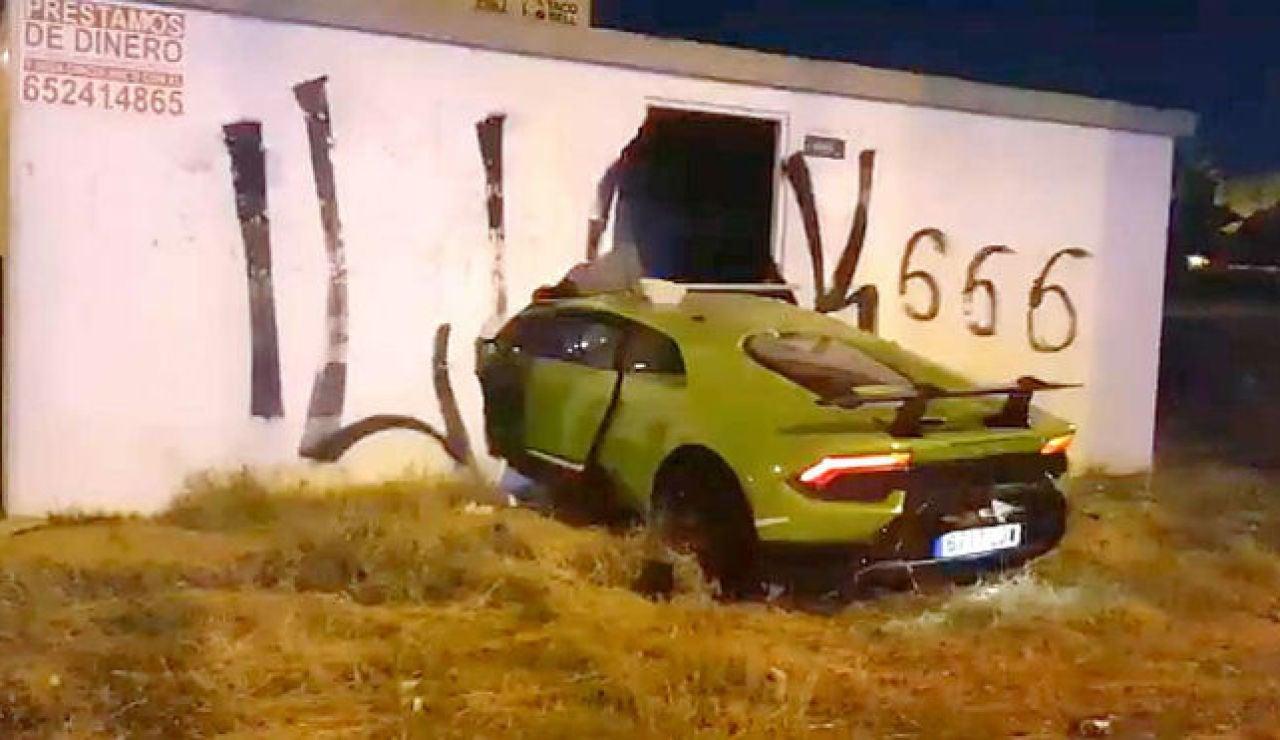 """Estrellan el Lamborghini Huracán de 220.000 euros """"de un amigo"""" en Huelva y salen huyendo"""