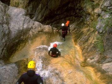 Mueren tres turistas españoles haciendo baranquismo en Suiza