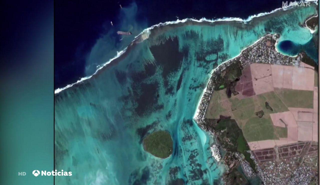La impactante imagen de satélite que muestra el vertido de petróleo en Isla Mauricio