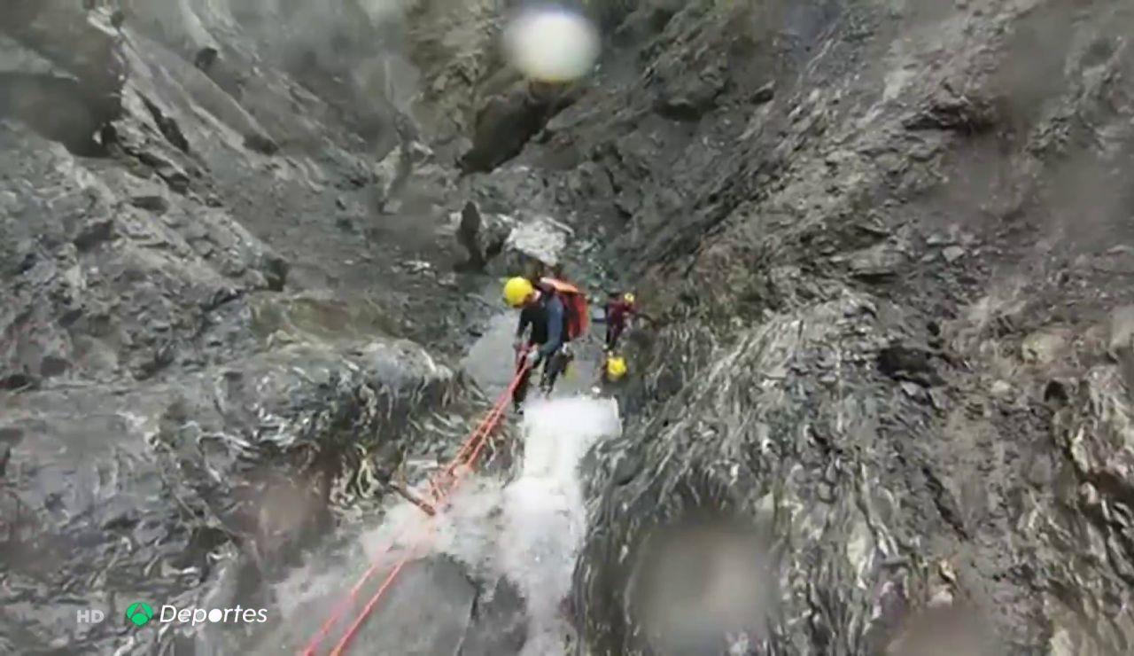 """Una tormenta eléctrica arrastró a los tres españoles que murieron haciendo barranquismo en Suiza: """"Les vino una ola"""""""
