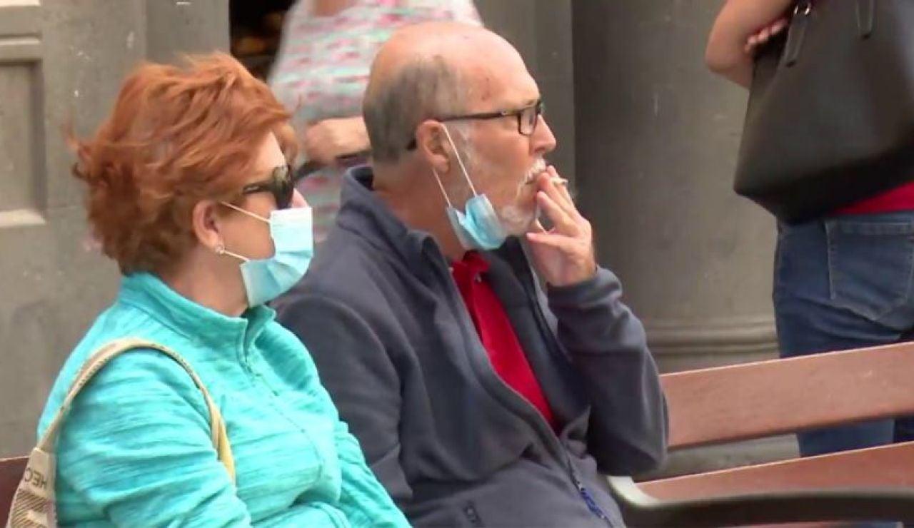 Fumar en la calle durante la pandemia de coronavirus