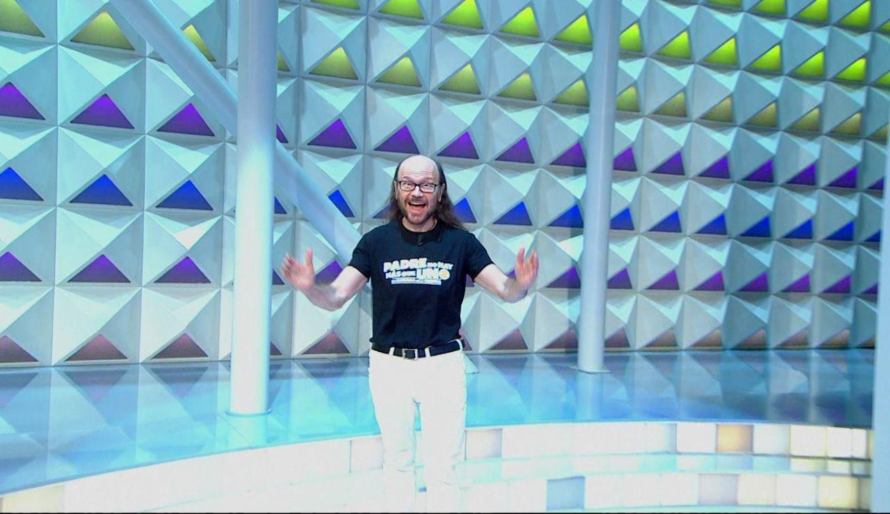 Santiago Segura irrumpe por sorpresa en el plató de 'La ruleta de la suerte'