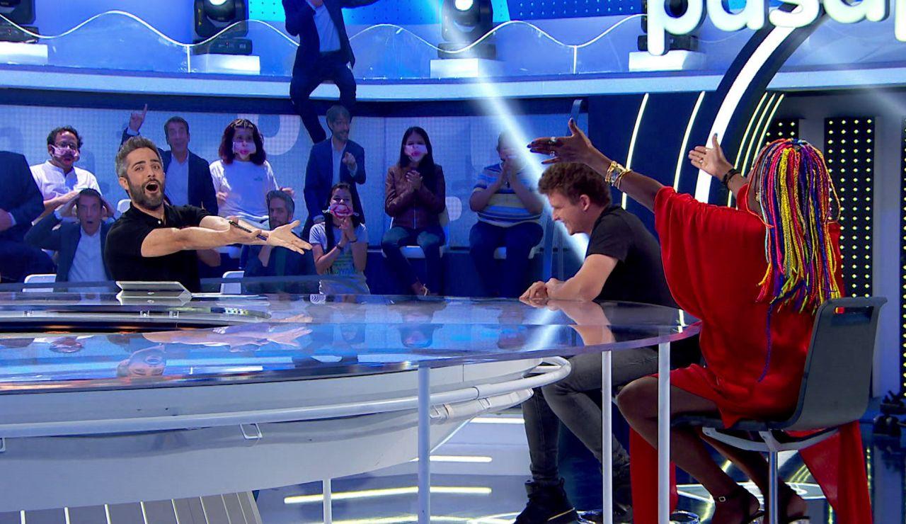 """¡Promesa cumplida! Arkano y Roberto Leal improvisan un sorprendente rap en 'Pasapalabra': """"La clave es ser un sinvergüenza"""""""