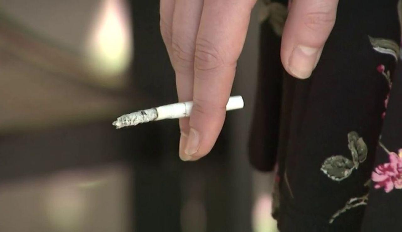 A3 Noticias 2 (14-08-20) Sanidad prohíbe fumar en espacios abiertos de toda España cuando no se pueda garantizar la distancia contra el coronavirus
