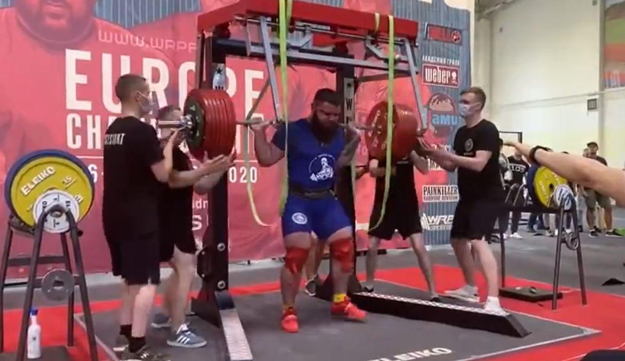 Escalofriante lesión de un halterófilo ruso: se parte las dos rodillas intentando levantar 400 kilos