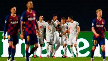 Los jugadores del Bayern celebran un gol ante el Barcelona