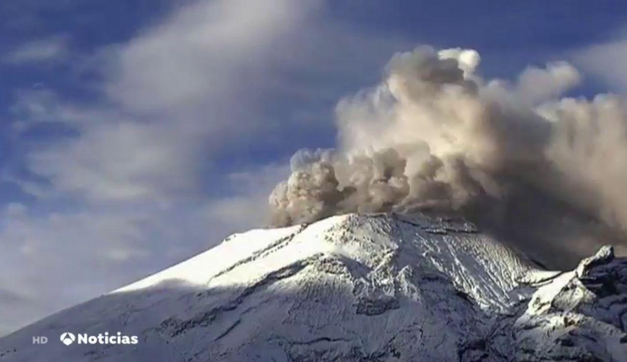 La erupción del volcán Popocatépetl pone en jaque a México, que recomienda alejarse de la zona