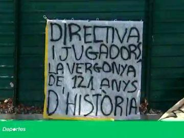 """El duro recibimiento de la afición del Barcelona al llegar a la ciudad deportiva: """"La vergüenza de 120 años de historia"""""""