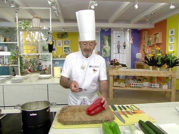 El truco de Karlos Arguiñano para cortar y pelar un pimiento