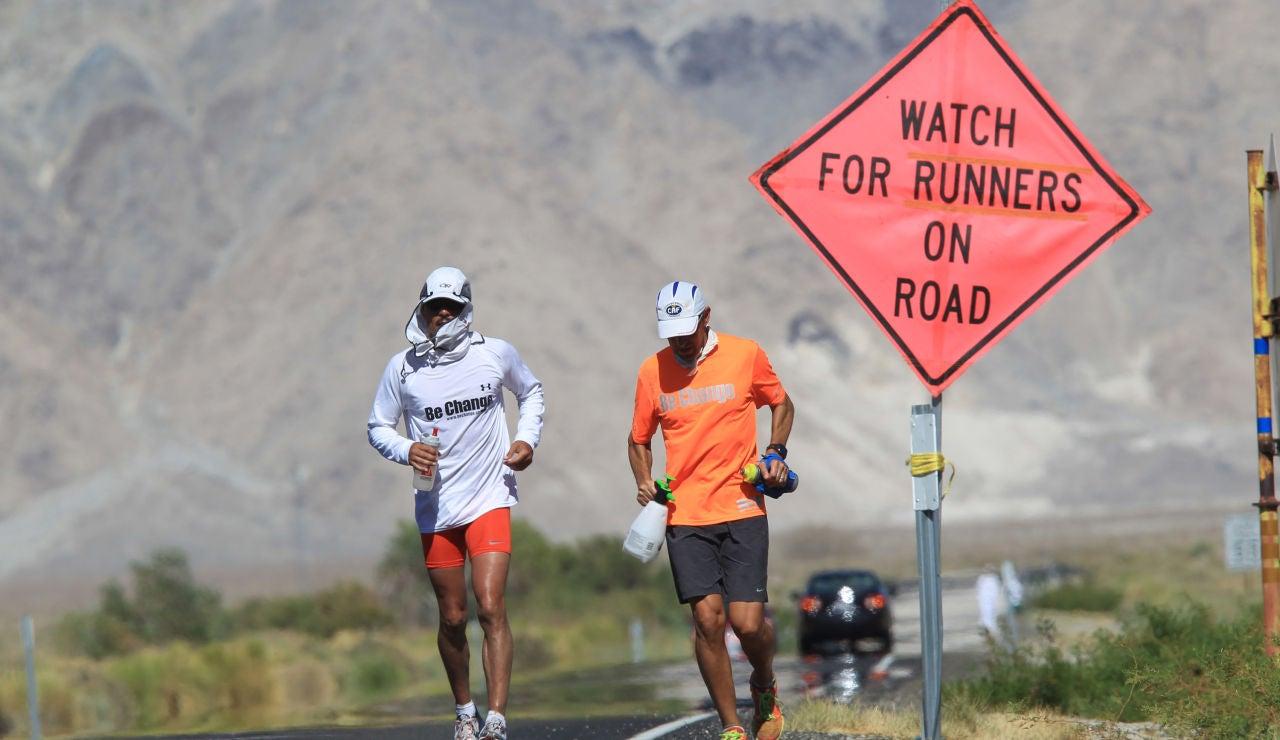 Dos participantes en la Ultramaratón Badwater