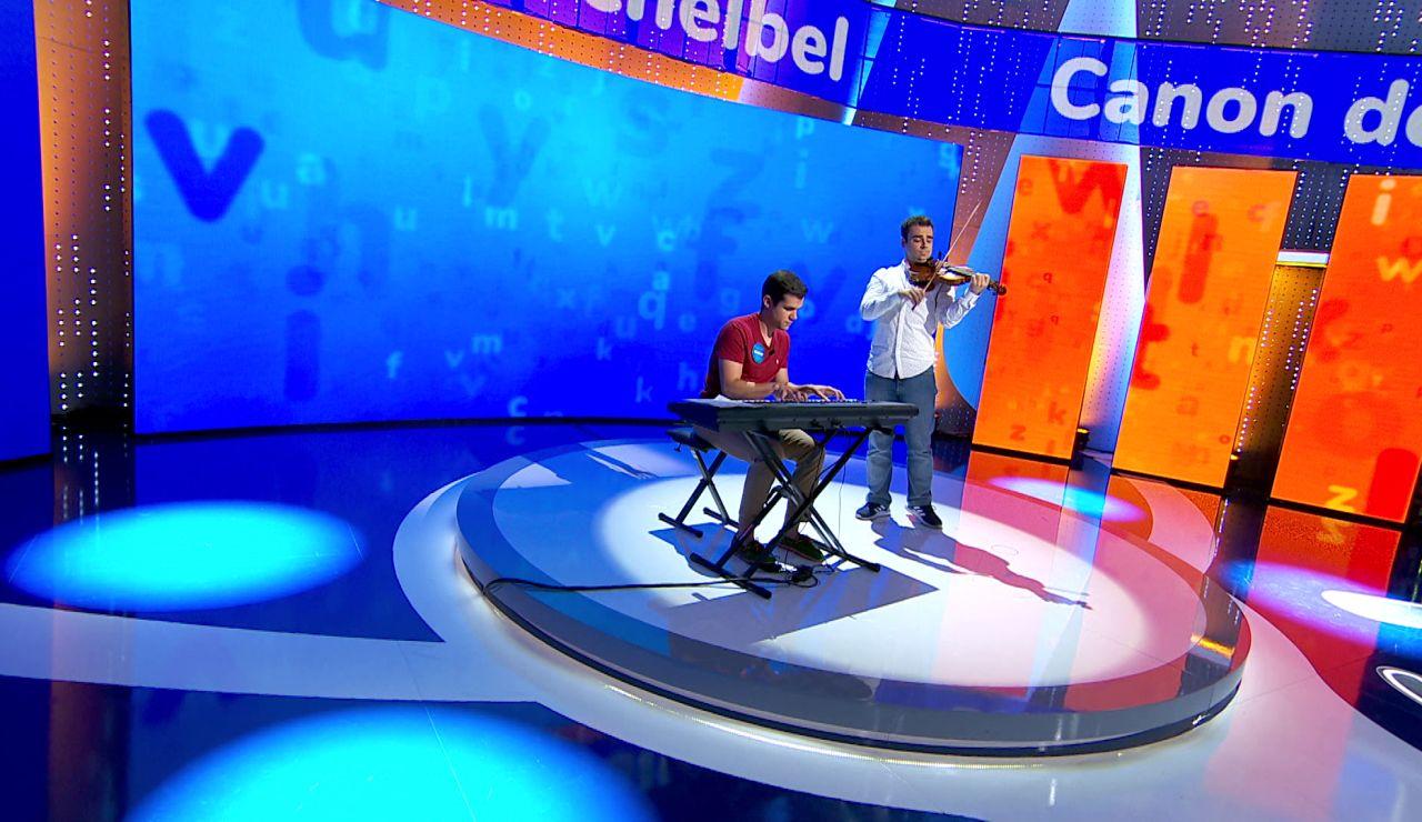 ¡Alucinante! Nacho y Pablo, al piano y al violín, interpretan el 'Canon de Pachelbel'