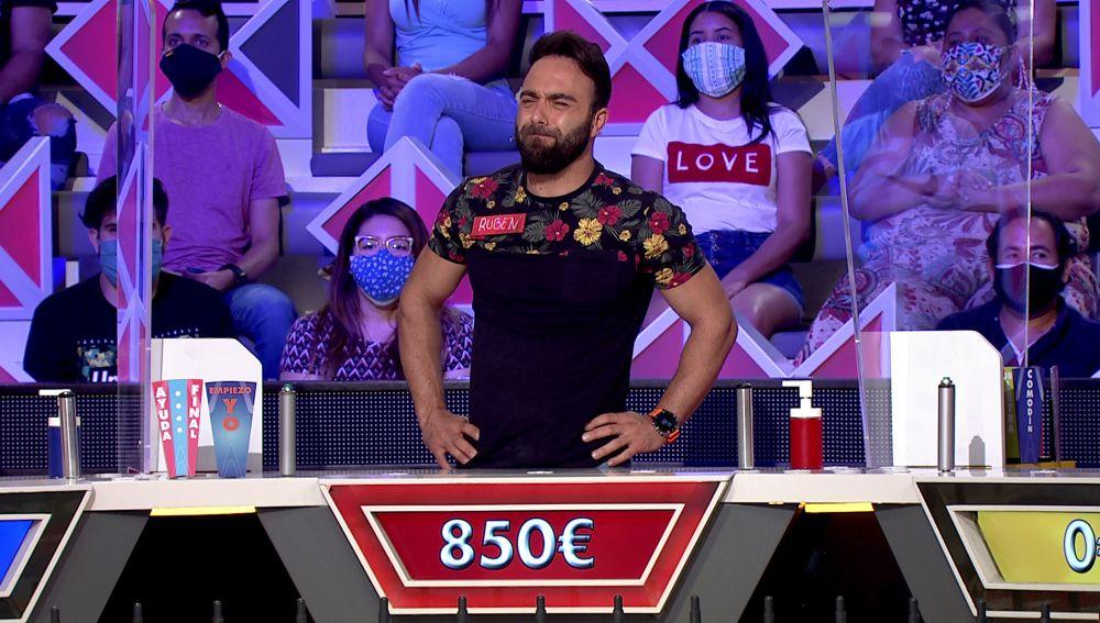Rubén se bloquea con las estrellas de cine en un panel de 'La ruleta de la suerte'