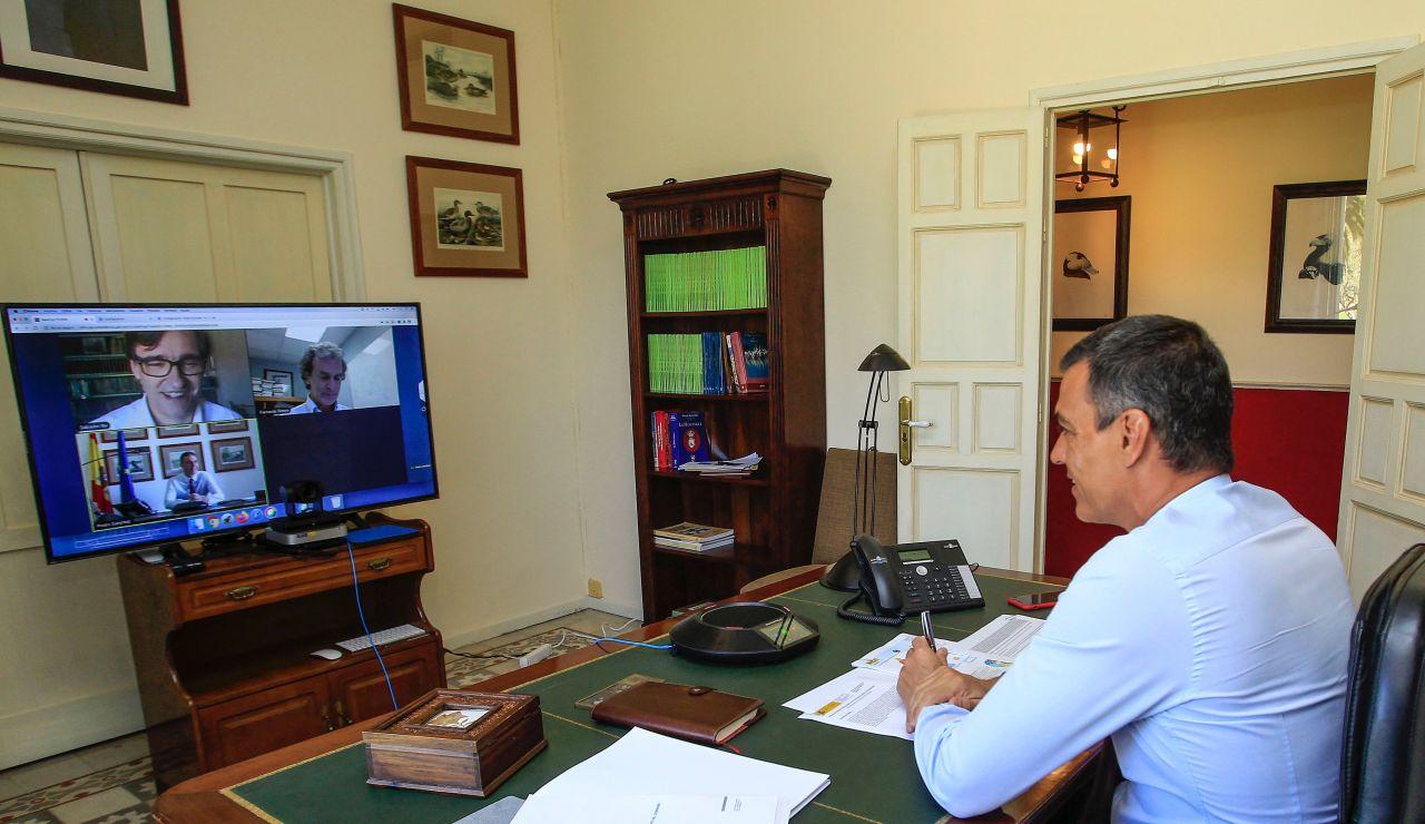 Pedro Sánchez preside la reunión de seguimiento del coronavirus con Salvador Illa y Fernando Simón