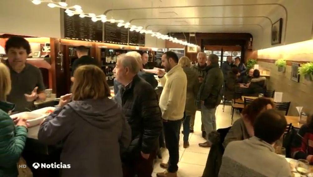 País Vasco prohíbe comer de pie en la barra de los bares para evitar contagios de coronavirus