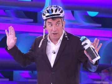 Arturo Valls, a punto de tener un accidente de bicicleta por un peligroso pique antes de '¡Ahora caigo!'