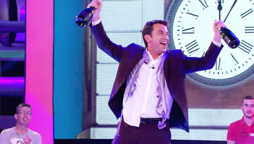 ¿Ya es 2021 en '¡Ahora caigo!'? Arturo Valls sorprende celebrando la Nochevieja por anticipado