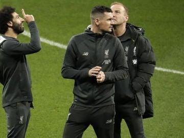 Dejan Lovren y Salah antes de un partido del Liverpool