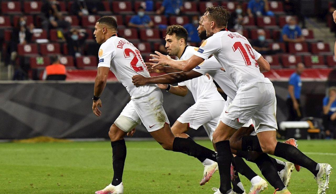 El Sevilla  celebra el tercer gol ante el Inter