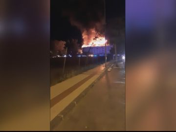 """Daniel, un testigo del incendio en un hotel de Puerto Banús: """"Los clientes escalaban y salían de las habitaciones, ha sido horroroso"""""""