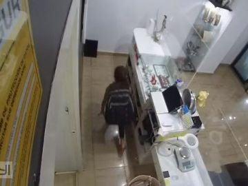 La niña robando en la joyería de Barcelona