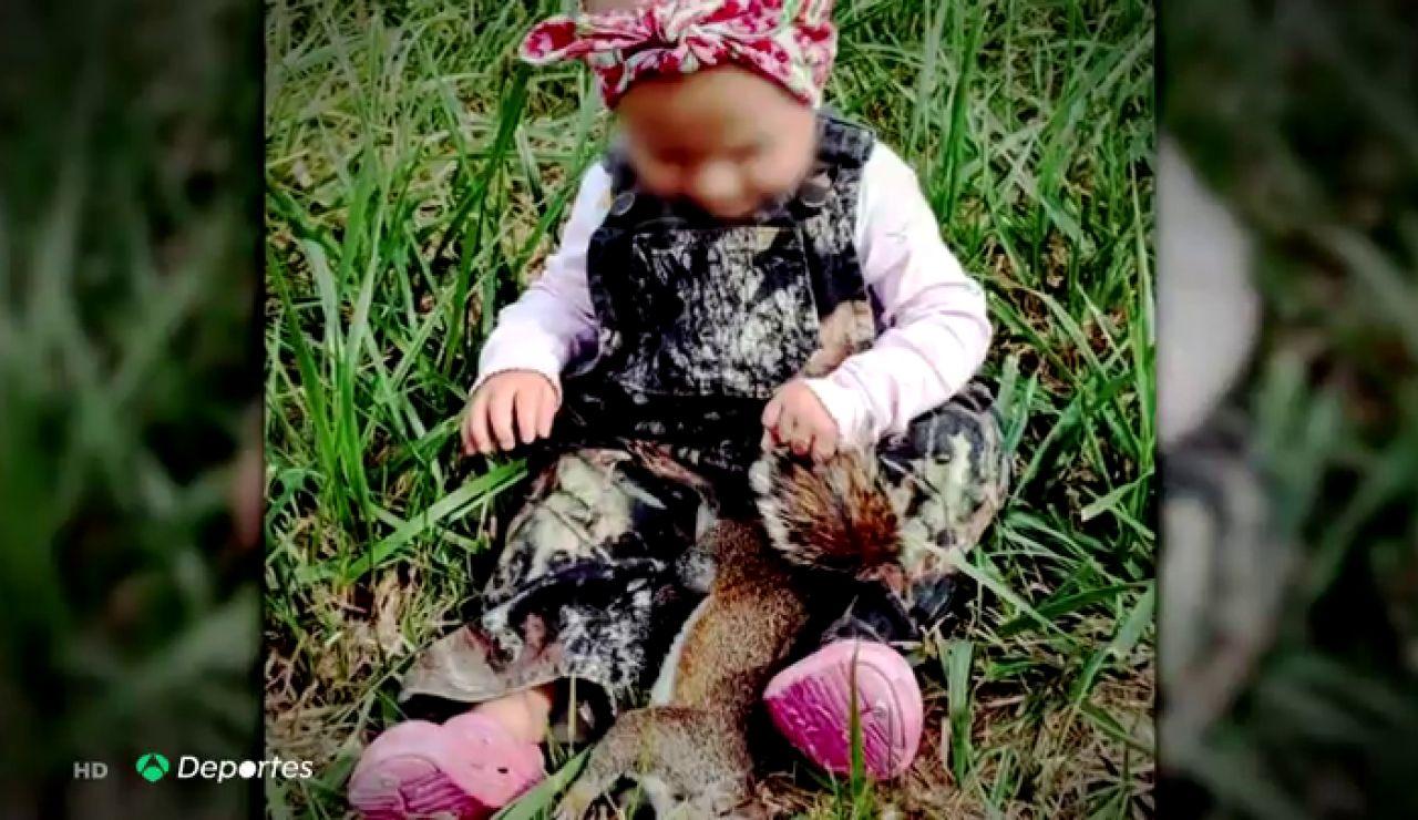 ¿Educación o aberración? La cazadora que caza con su hija de dos años