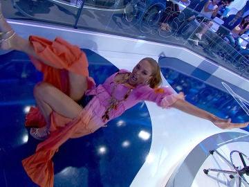 ¡Por los suelos! Lucía Hoyos celebra su pleno en 'La Pista' con el baile más extremo