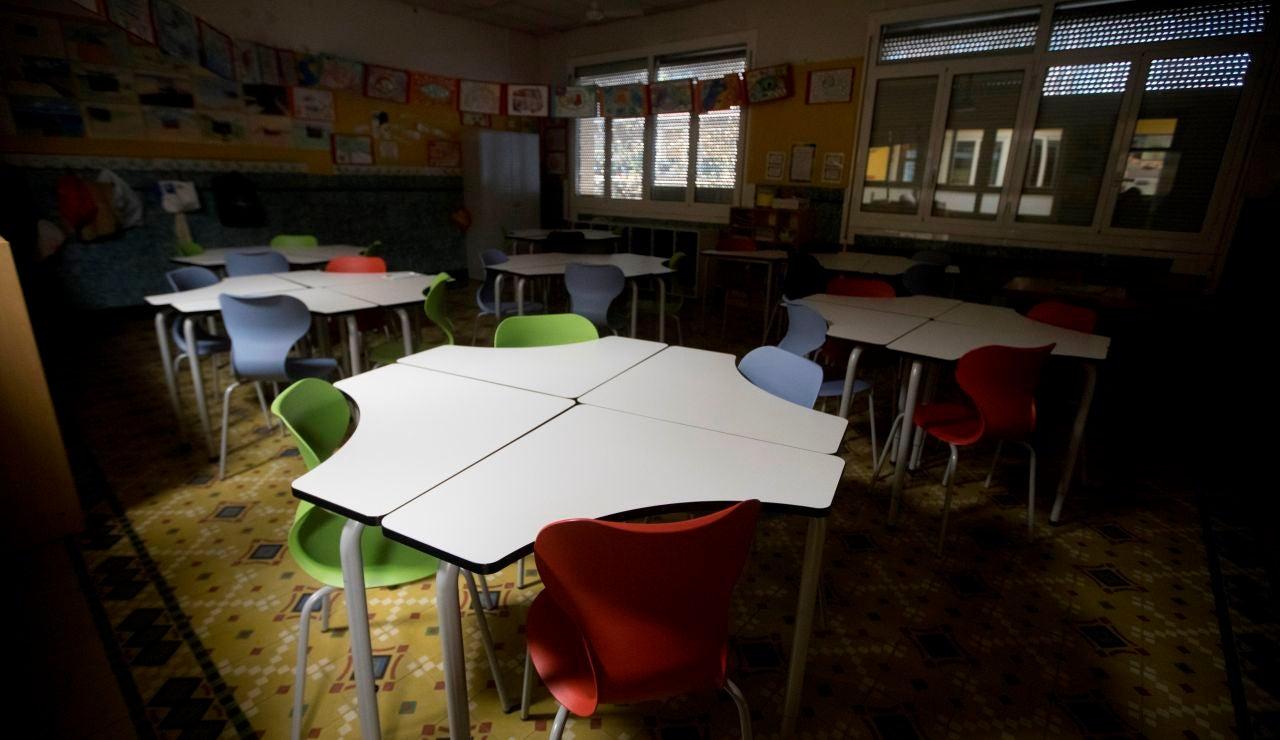Un aula de un colegio vacía