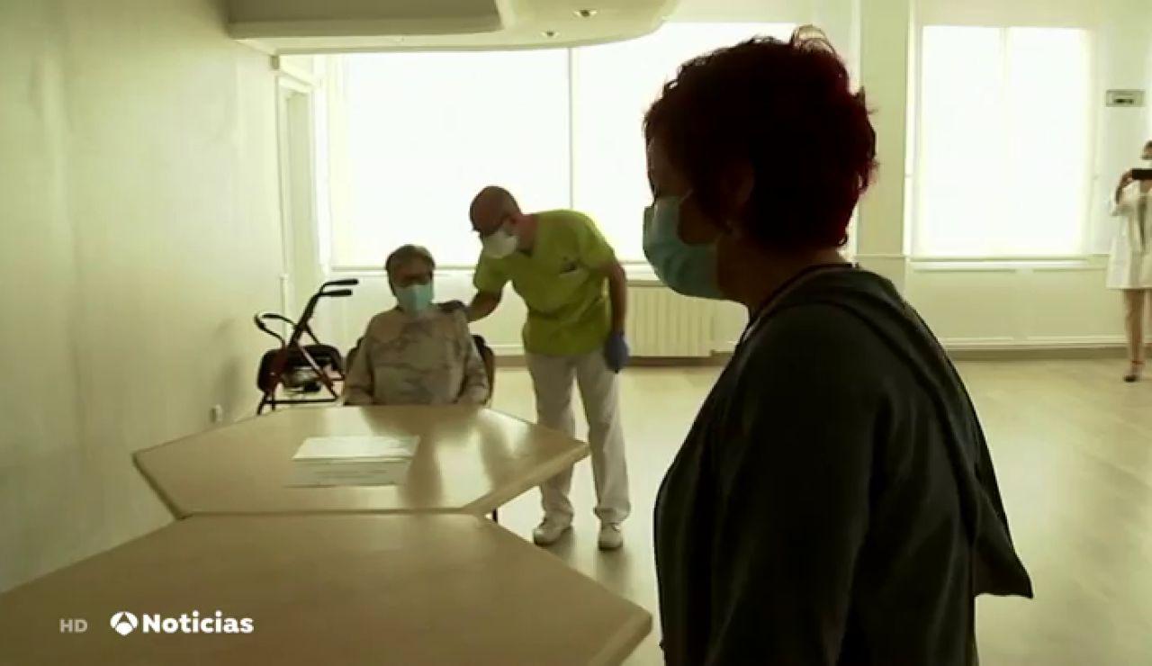 Las nuevas medidas acordadas por el Gobierno y las comunidades para frenar al coronavirus en las residencias